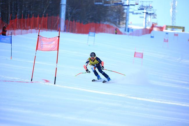 """滑向2022-""""新浪杯""""高山滑雪公开赛多乐美地站成人组"""