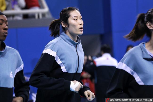 女排联赛津沪决赛第三回合 朱婷隔网对轰利普曼