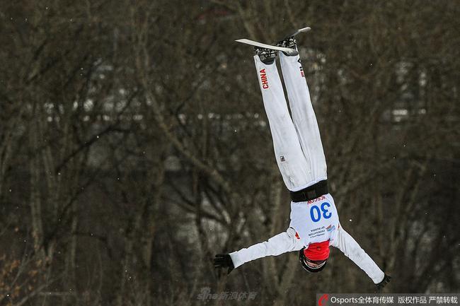 自由式滑雪空中技巧世界杯收官战 徐思存摘银