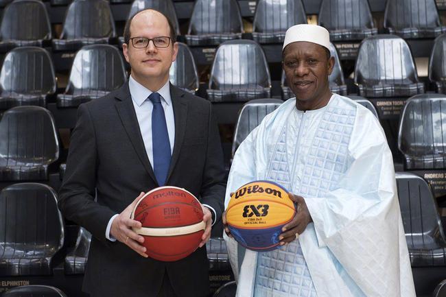 国际篮联主席哈马内·尼昂 国际篮联秘书长安德里亚·扎格里斯 注:图片摄于2020年2月4日