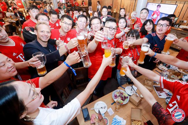全球唯一拜仁夺冠庆典亮相上海 卡恩携众球星送祝福