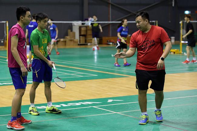 刚升上国家羽球后备队的叶睿庆(左)等小将必须在下半年的试用期以表现证明自己,才能获得继续留在队中的机会。