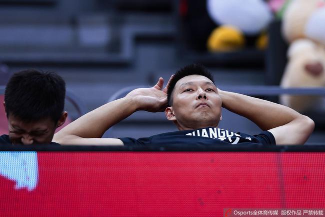 32+5!阿联爆发半场加冕篮板王 广东势不可挡
