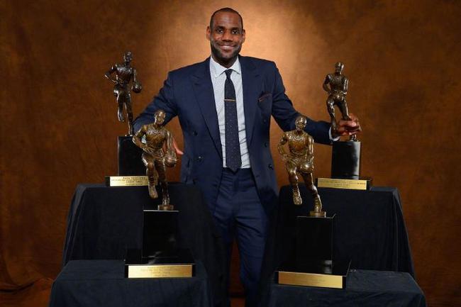 名宿称詹姆斯该有8个MVP 还为06科比鸣不平
