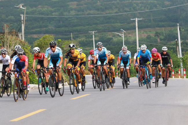 电竞竞猜-八面山自行车邀请赛在惹巴拉旅游景区圆满落幕