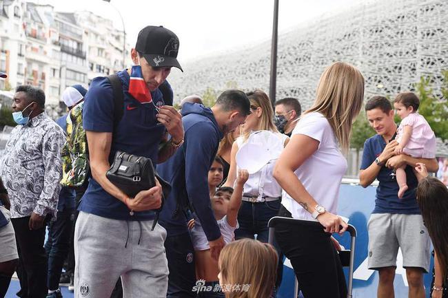两名巴黎球员疑似感染新冠 迪马利亚或在其中