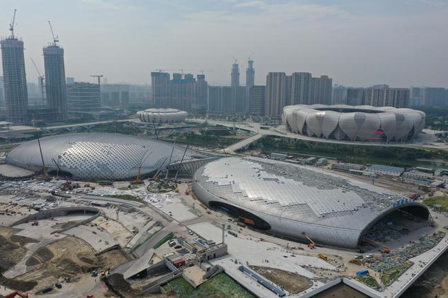 这是9月9日拍摄的建设中的杭州奥体中心主体育馆、游泳馆(无人机拍摄)