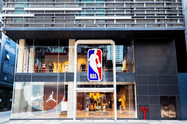 位于广州西湖路中心地带的NBA广州旗舰店