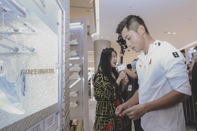 张继科深圳参加活动 商场引发市民广泛关注