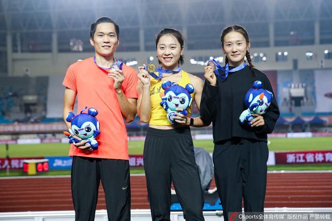 葛曼棋获得女子百米冠军