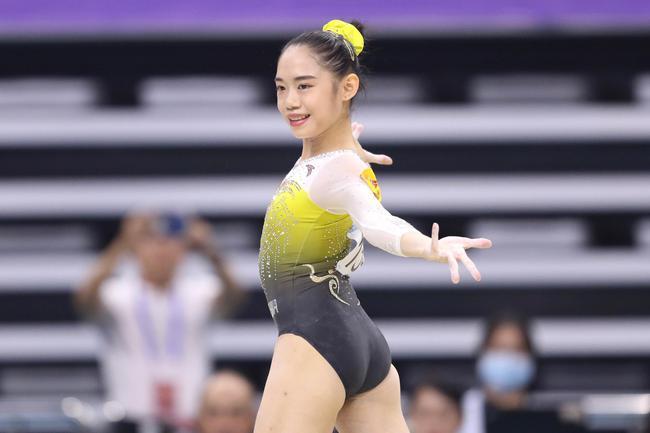 体操全锦赛女子全能刘婷婷封后 世锦赛亚军获第五