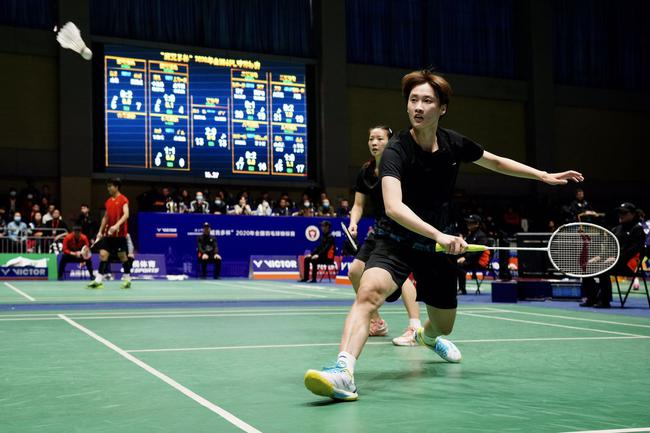 羽球全锦赛福建上海女队与浙江湖南男队进决赛