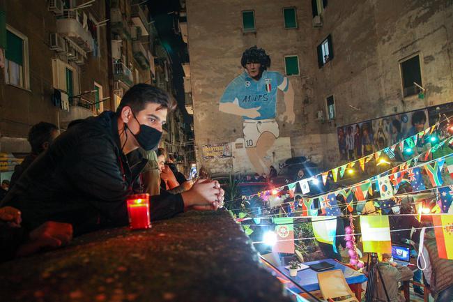 《【杏耀在线登录注册】照亮那回家的路 那不勒斯为马拉多纳点亮球场》
