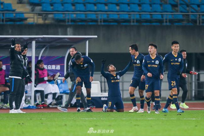富力结束20赛季 范帅赞扬球队表现:整个结局很完美