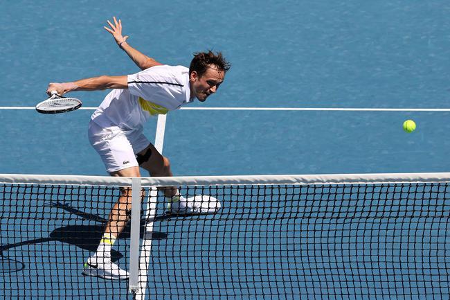 澳网梅德韦杰夫苦战五盘进16强 将战麦克唐纳德