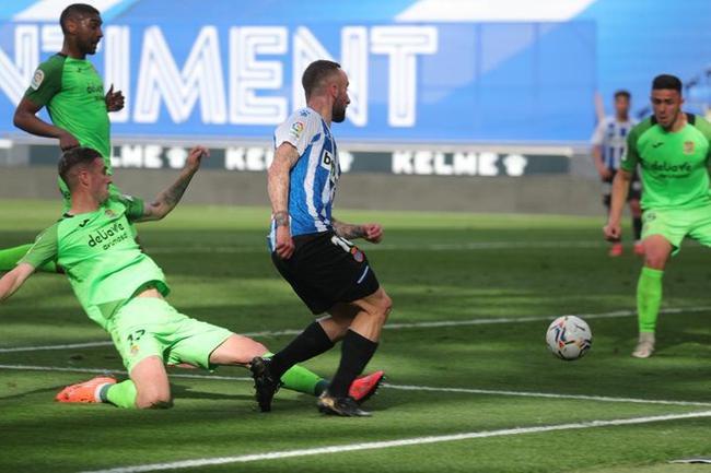西乙-武磊替补出场头球偏出 西人4-0夺三连胜领跑