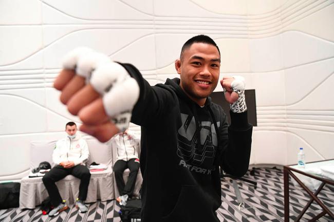中国UFC羽量级新秀沙依兰5月23日出战乔什-库里宝