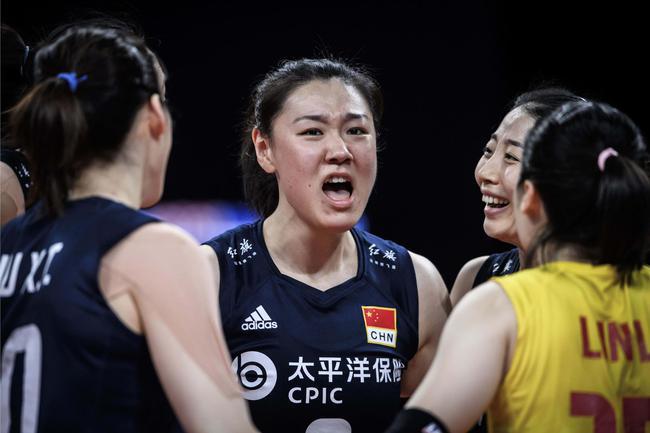 中国女排VS比利时第四局:中国痛失好局落败