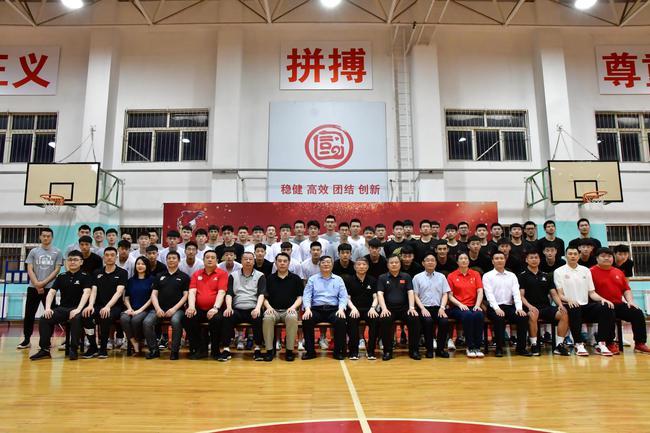 青岛国信海天篮球俱乐部表彰会召开