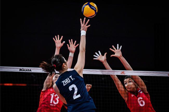 中国女排VS俄罗斯第三局:中国乘胜追击定胜局