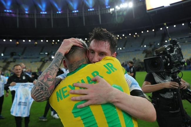 哭着哭着就笑了!阿根廷夺冠时刻 梅西喜极而泣|GIF