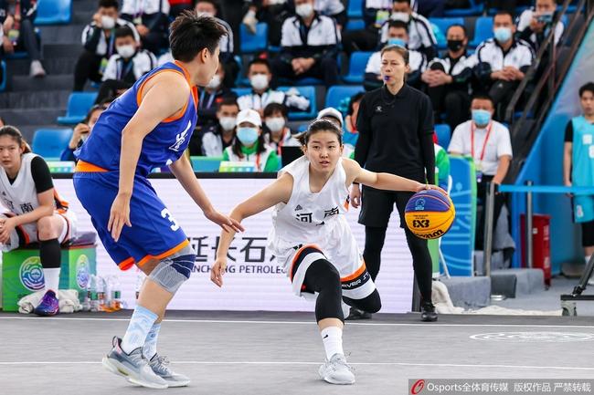 三人女篮:河南挺进决赛 张玲阁8分命中关键球