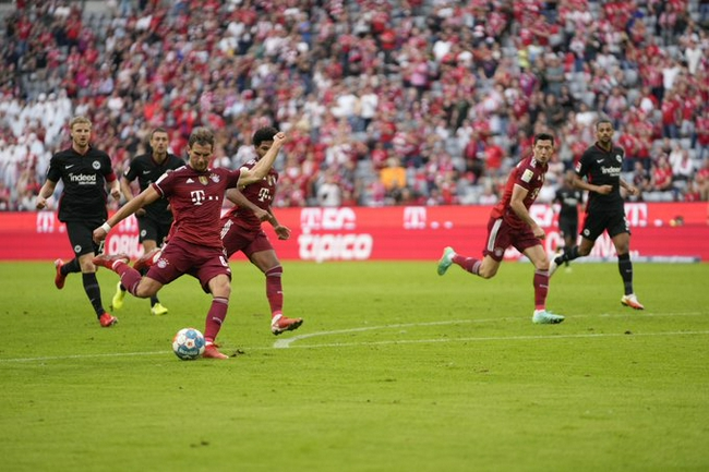 【博狗体育】德甲-莱万助攻格雷茨卡进球 拜仁主场1-2爆冷遭逆