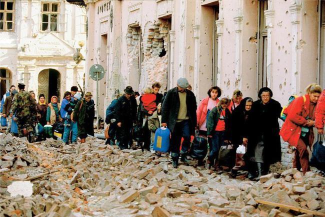戰爭中流離失所的人群