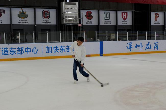 丁立人演习冰球