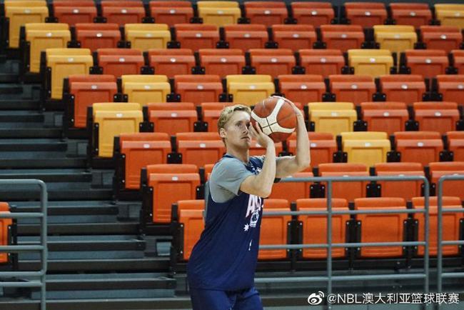 澳大利亚NBL联队抵达青岛 明晚与中国男篮大战