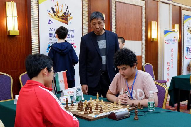 柳大华关注伊朗对阵中国四队