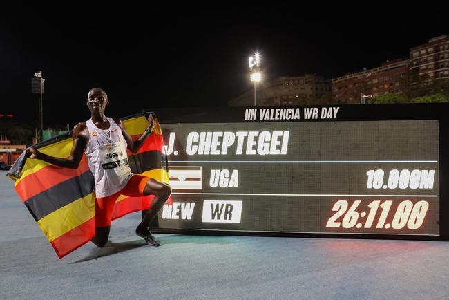 创历史!切普特盖破尘封15年的男子万米世界纪录