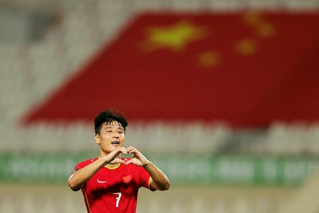 武磊:进球后的比心动作献给太太,非常感谢她