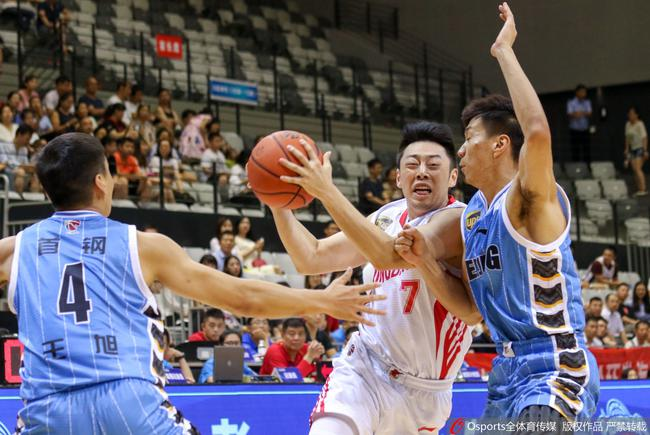 夏联-周湛东20+4+6青岛四人得分上双击败北京