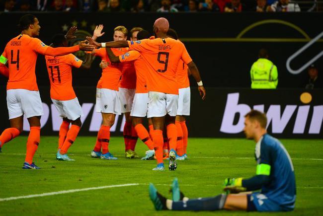 列席去年的世界杯后,荷兰队迅速完成了从头崛起