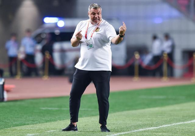 奥拉罗尤自曝和斯科拉里都是国足候选 但无法离开
