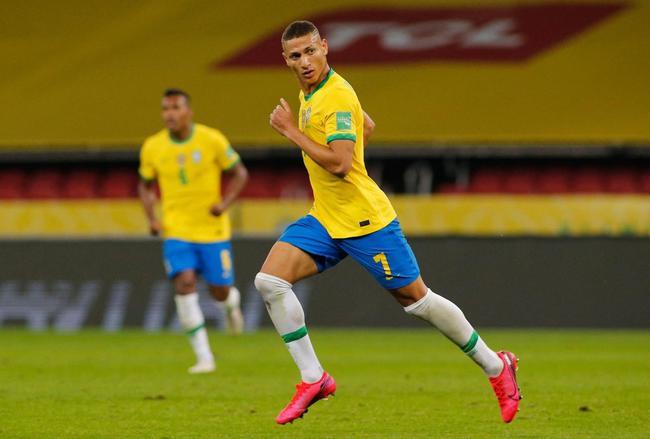 世预-内马尔传射 英超射手破门 巴西2-0全胜领跑