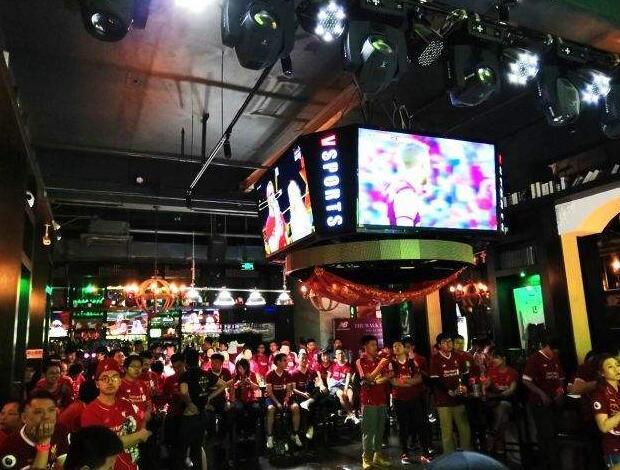酒吧看球非常有气氛