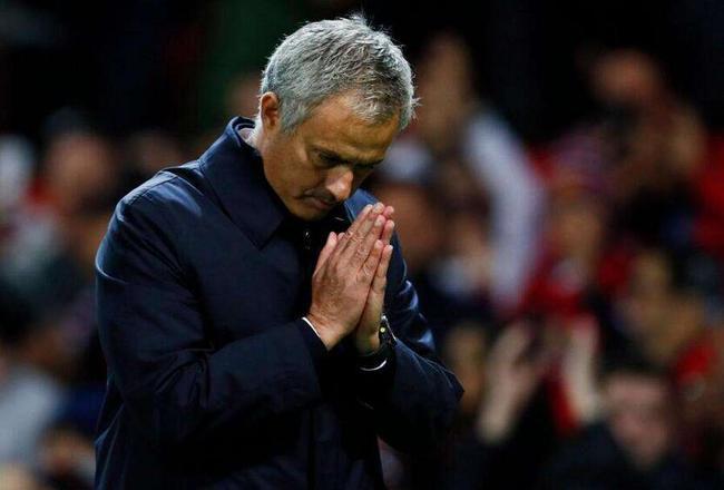 穆里尼奥那个向球迷致歉的瞬间