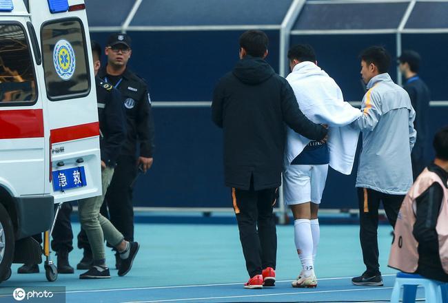 亚博:人和主力锁骨骨折已完成手术 恢复3个月赛季报销