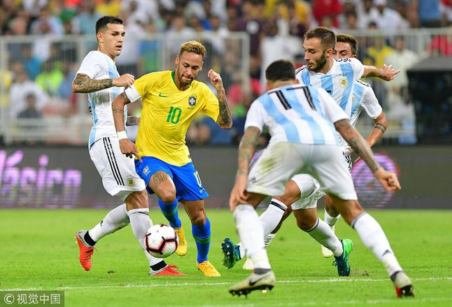 内马尔领衔巴西国家队
