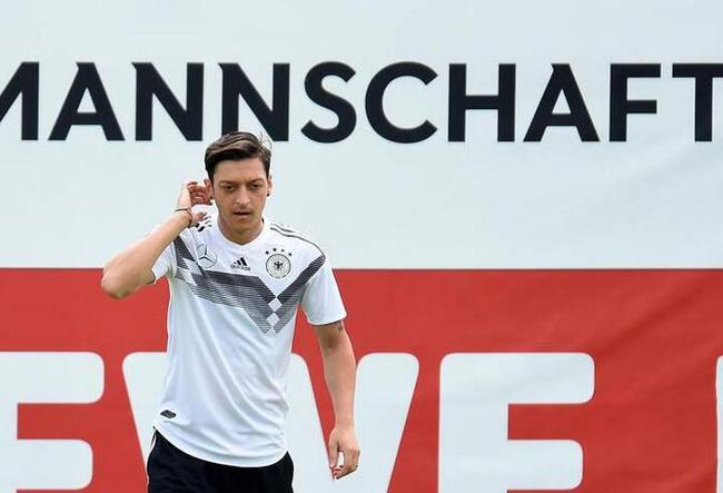 厄齐尔:德国想卫冕世界杯 最好决赛胜英格兰夺冠图片