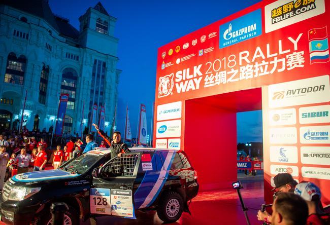 2018丝绸之路拉力赛正式发车 总里程3500公里