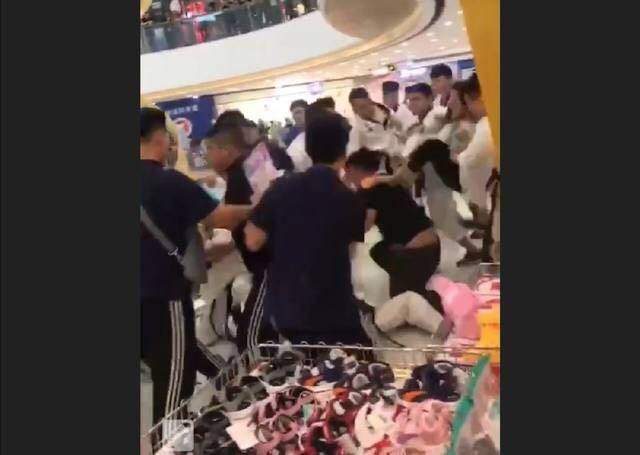 网上流传的斗殴现场照片