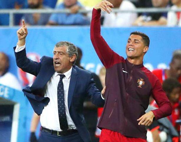 2016年欧洲杯决赛,和主帅一起指挥