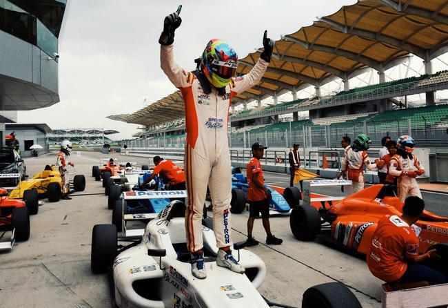 怪兽梦想车手曹卓提前加冕2018东南亚F4年度冠军