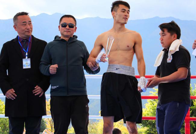 丁伟29秒TKO苏云龙