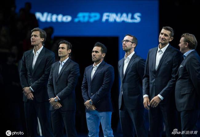 米尔尼(左5)