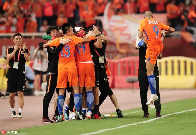鲁媒斥争议判罚VAR:他来自北京 足协应让他回避
