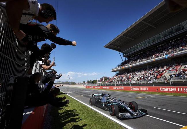梅赛德斯车队包揽了赛季前五站比赛冠亚军